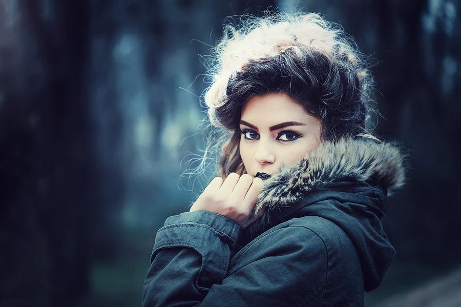 フリー写真 コソボ人女性のポートレイト