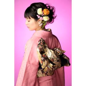 フリー写真, 人物, 女性, アジア人女性, 日本人, 女性(00047), 和服, 着物, 正月, 1月, 成人式, 横顔, 目を閉じる