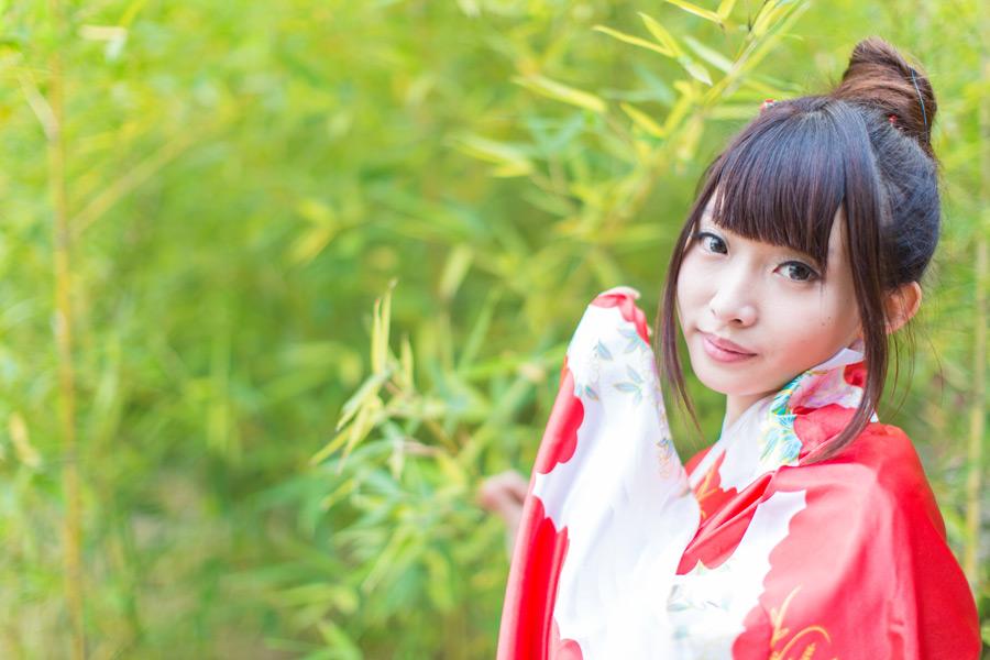 フリー写真 竹と着物姿の女性のポートレイト