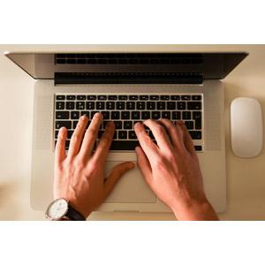 フリー写真, 人体, 手, 家電機器, パソコン(PC), ノートパソコン, ビジネス, デスクワーク