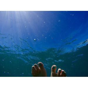フリー写真, 人体, 足, 水中, 風景, 太陽光(日光), 薄明光線, 海