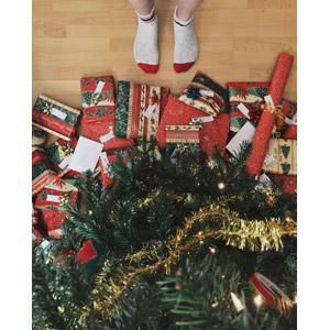 フリー写真, 年中行事, クリスマス, 12月, クリスマスツリー, クリスマスプレゼント, 人体, 足
