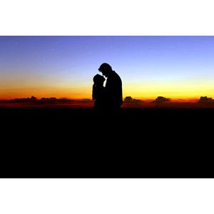 フリー写真, 人物, カップル, 恋人, 愛(ラブ), シルエット(人物), 向かい合う, 人と風景, 朝焼け, 早朝