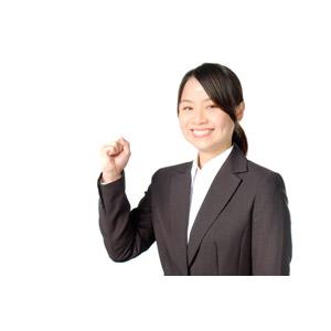 フリー写真, 人物, 女性, アジア人女性, 女性(00083), 日本人, ビジネス, 職業, 仕事, ビジネスウーマン, OL(オフィスレディ), 就職活動(就活), 白背景, レディーススーツ, リクルートスーツ, 頑張る, ガッツポーズ, 就活生