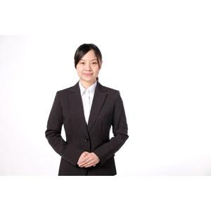 フリー写真, 人物, 女性, アジア人女性, 女性(00083), 日本人, ビジネス, 職業, 仕事, ビジネスウーマン, OL(オフィスレディ), 白背景, レディーススーツ, 手を組む