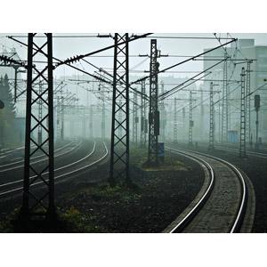 フリー写真, 風景, 建造物, 線路(鉄道), 架線柱, 霧(霞)