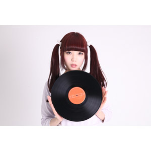 フリー写真, 人物, 女性, アジア人女性, 女性(00072), 日本人, ツインテール, レコード, 音楽