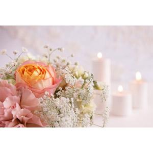 フリー写真, 結婚式(ブライダル), 植物, 花, ブーケ, 薔薇(バラ), かすみ草(カスミソウ), ろうそく(ロウソク)