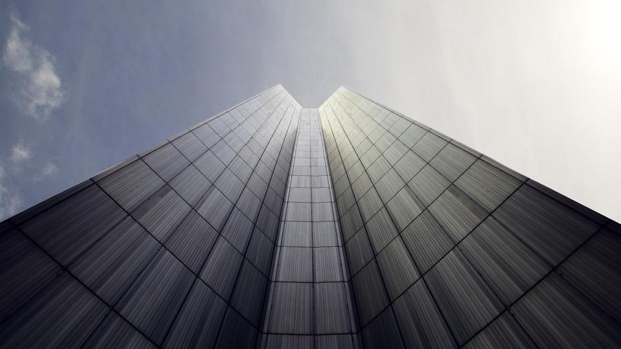 フリー写真 そびえ建つ高層ビルの風景
