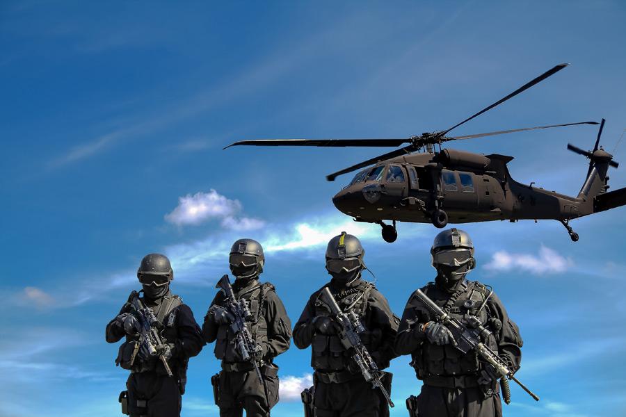 フリー写真 特殊部隊とUH-60 ブラックホーク