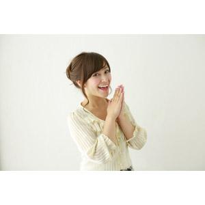 フリー写真, 人物, 女性, アジア人女性, 女性(00095), 日本人, 手を合わす, 喜ぶ(嬉しい)