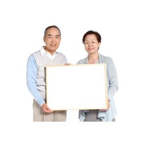 フリー写真, 人物, カップル, 夫婦, 老人, 祖父(00010), 祖母(00011), メッセージボード, 二人, 白背景