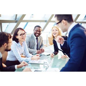 フリー写真, 人物, 集団(グループ), 仲間, ビジネス, ビジネスマン, ビジネスウーマン, 職業, 仕事, 会議(ミーティング), 五人, 笑う(笑顔)