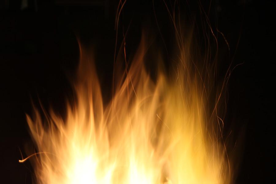 フリー写真 燃え盛る炎