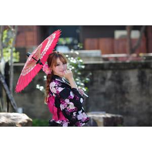 フリー写真, 人物, 女性, アジア人女性, 林海莉(00120), 中国人, 日傘, 振り返る, 顎に手を当てる, 唇に指を当てる, 三つ編み