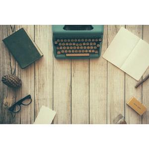 フリー写真, 背景, フレーム, タイプライター, ノート, 本(書籍), 眼鏡(メガネ), 松ぼっくり(松笠)