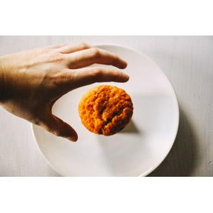 フリー写真, 食べ物(食料), 菓子, 洋菓子, カップケーキ, マフィン, 人体, 手