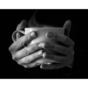 フリー写真, 人体, 手, 飲み物(飲料), コーヒー(珈琲), コーヒーカップ, モノクロ, 湯気