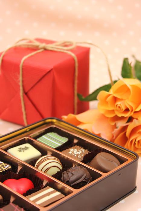 フリー写真 バレンタインチョコとプレゼント