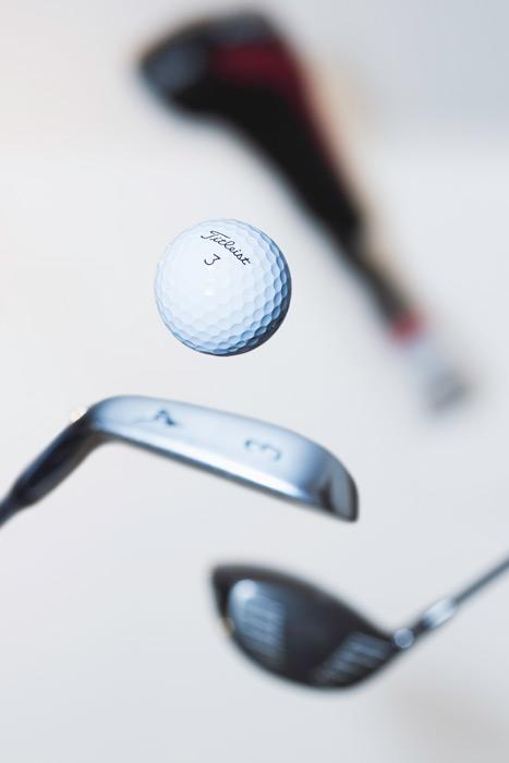 フリー写真 ゴルフクラブとゴルフボール