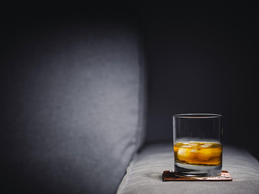 フリー写真 ウイスキーのある光景