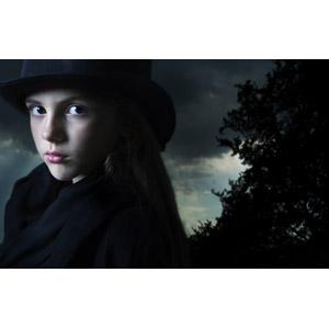 フリー写真, 人物, 子供, 女の子, 外国の女の子, 魔女, 年中行事, ハロウィン(ハロウィーン), 10月, 振り返る