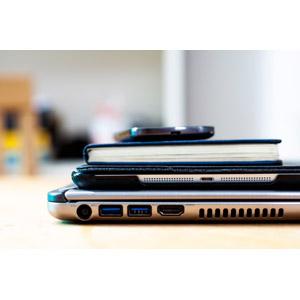 フリー写真, 家電機器, パソコン(PC), ノートパソコン, タブレットPC, 本(書籍), スマートフォン(スマホ)