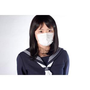 フリー写真, 人物, 少女, アジアの少女, 日本人, 少女(00048), 学生(生徒), 高校生, セーラー服(学生服), 学生服, 衛生マスク, 病気, 風邪, インフルエンザ, 花粉症