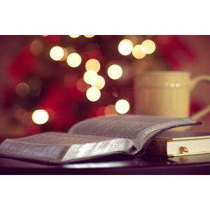フリー写真, 年中行事, クリスマス, 12月, 玉ボケ, 本(書籍), 聖書, キリスト教