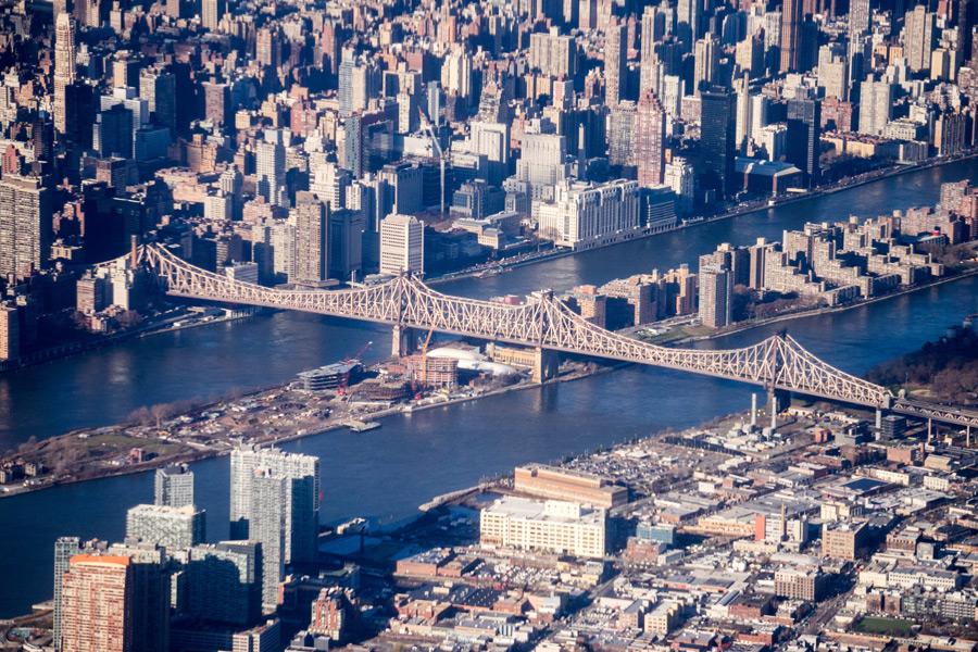 フリー写真 クイーンズボロ橋とニューヨークの街並み