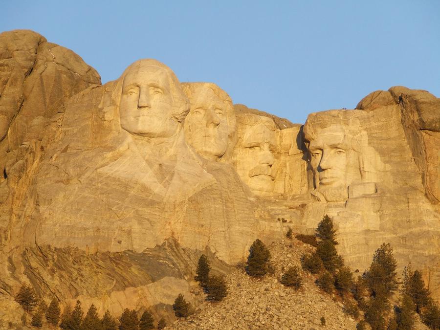 フリー写真 ワシントン、ジェファーソン、ルーズベルト、リンカーンのラシュモア山