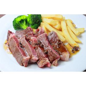 フリー写真, 食べ物(食料), 料理, 肉料理, 牛肉(ビーフ), ステーキ, フライドポテト, ブロッコリー