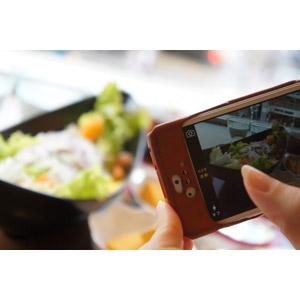 フリー写真, スマートフォン(スマホ), 写真撮影, 料理, 指