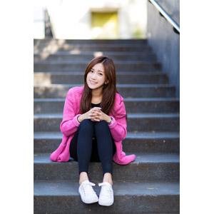 フリー写真, 人物, 女性, アジア人女性, 楚珊(00053), 中国人, 手を組む, 座る(階段), レギンス