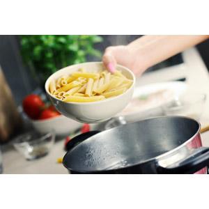 フリー写真, 食べ物(食料), パスタ, 麺類, 調理, 台所(キッチン)