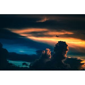 フリー写真, 風景, 空, 夕暮れ(夕方), 夕焼け, 雲, 積乱雲(入道雲), 暗雲, 飛行機, 旅客機