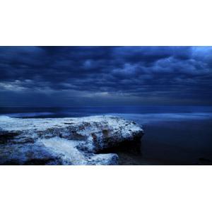 フリー写真, 風景, 自然, 岩, 海岸, 海, 暗雲, 青色(ブルー)
