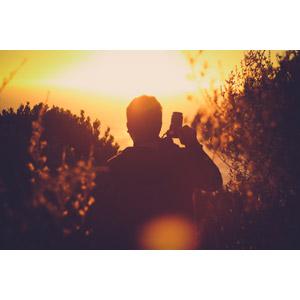 フリー写真, 人物, 男性, 後ろ姿, カメラ, 一眼レフカメラ, 人と風景, 夕暮れ(夕方), 夕焼け, 夕日