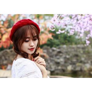 フリー写真, 人物, 女性, アジア人女性, ベトナム人, ベレー帽, 人と花
