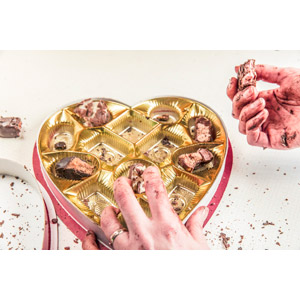 フリー写真, 食べ物(食料), 菓子, 洋菓子, チョコレート, 年中行事, 2月, バレンタインデー, ハート, 食べる