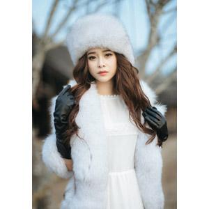 フリー写真, 人物, 女性, アジア人女性, 女性(00127), ベトナム人, 毛皮(ファー), ロシア帽