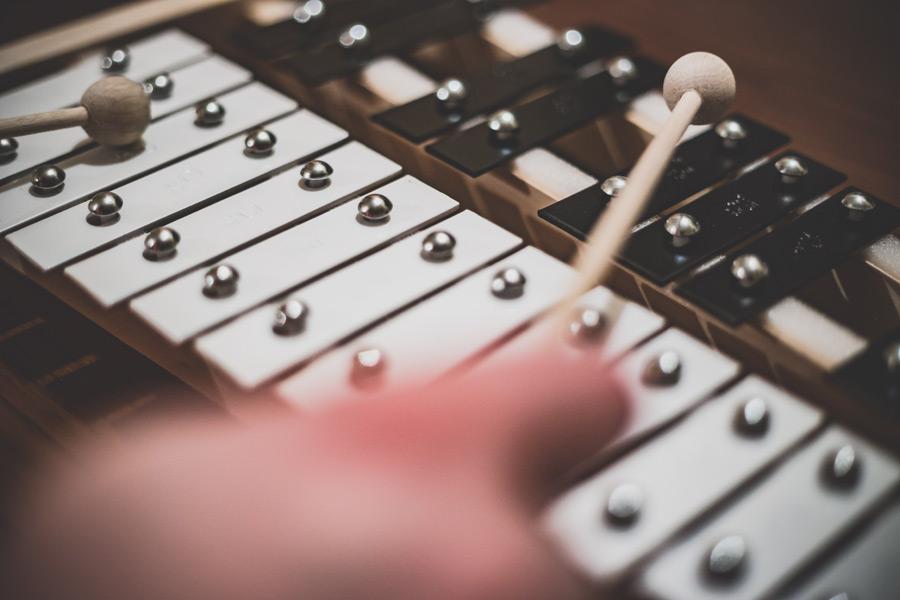 フリー写真 鉄琴の演奏