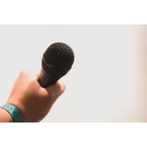 フリー写真, 人体, 手, マイク, カラオケ, 歌う, 演説