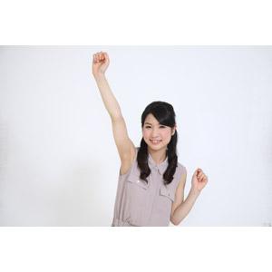 フリー写真, 人物, 女性, アジア人女性, 女性(00041), 日本人, ノースリーブ, 拳を上げる, やる気, 喜ぶ(嬉しい), ガッツポーズ