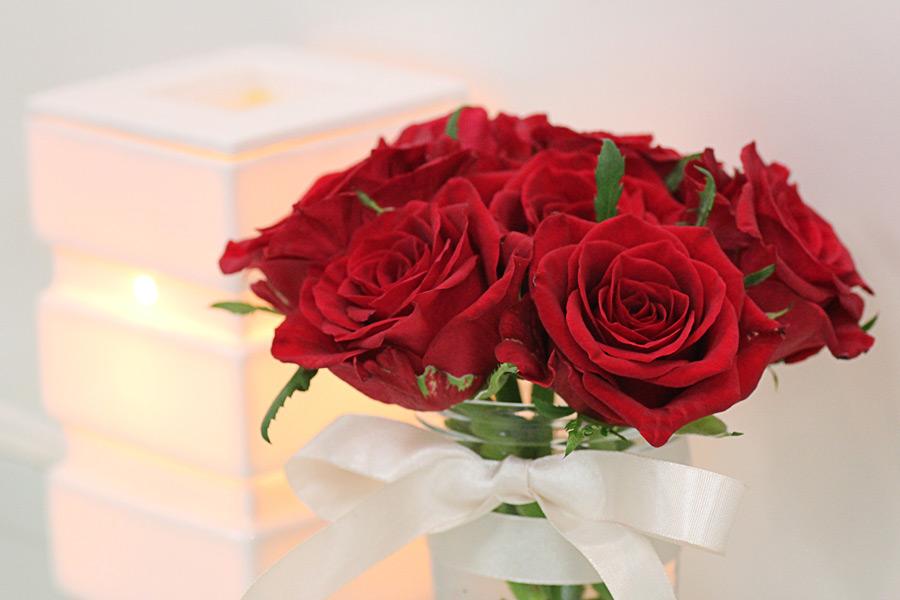 フリー写真 バラの花とアロマライト