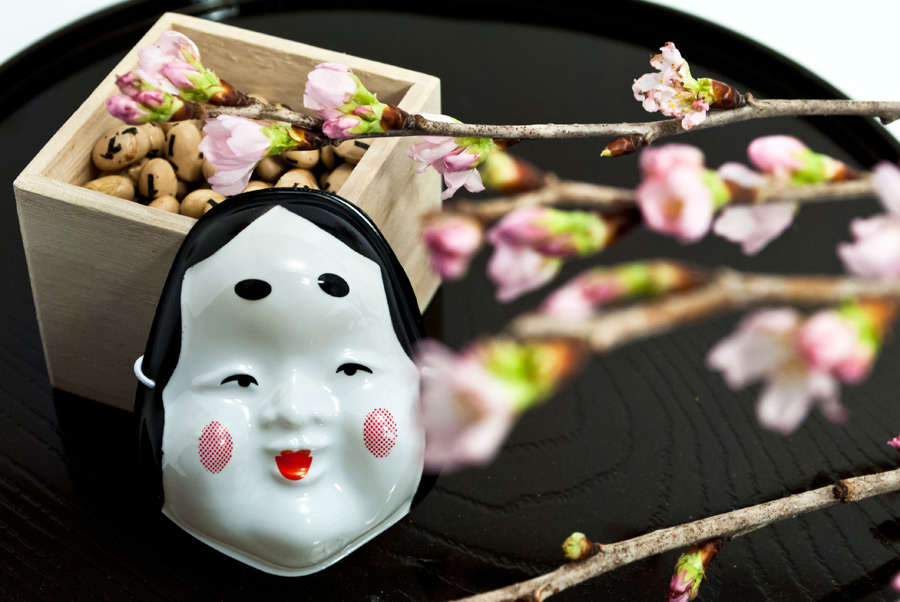 フリー写真 お多福と桜と福豆の節分
