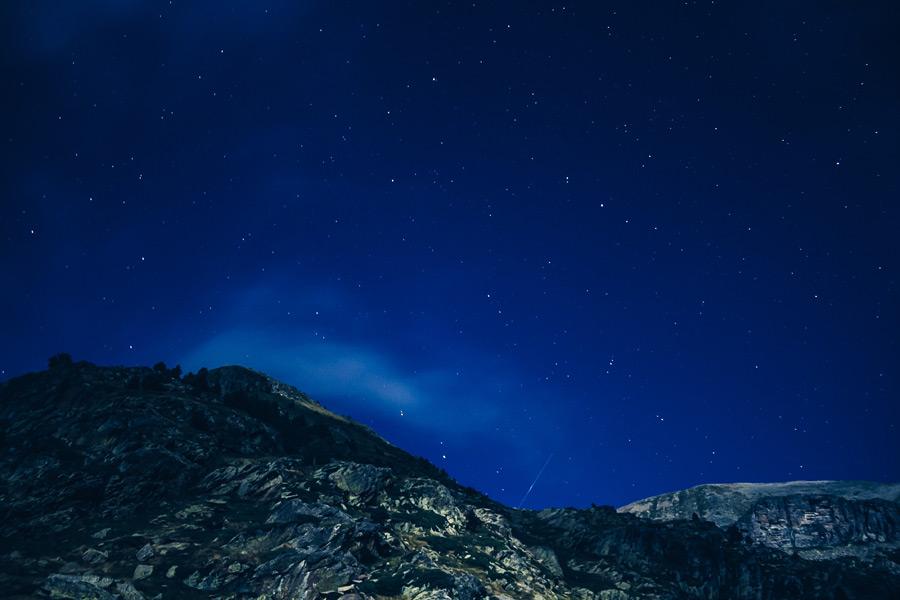 フリー写真 星空と山の風景