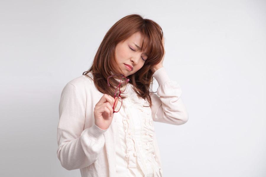 フリー写真 頭が痛い日本人女性