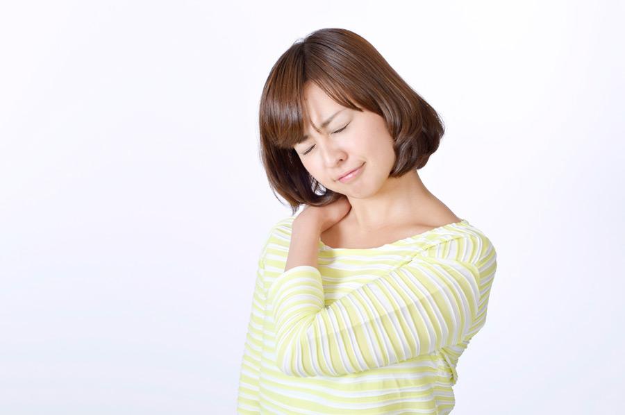 フリー写真 肩が凝る日本人女性