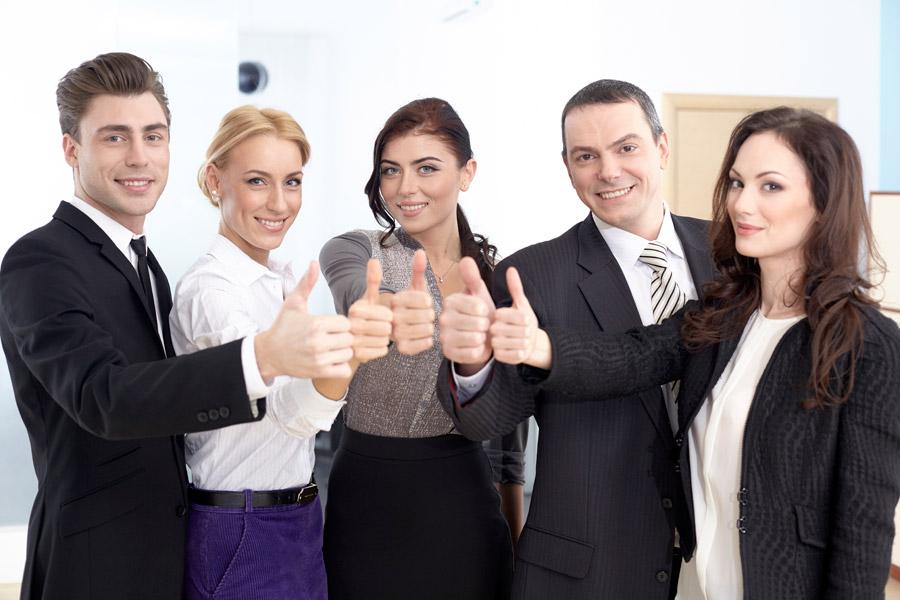 フリー写真 サムズアップする5人のビジネスパーソン